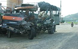 Xe khách đối đầu xe tải, 1 người chết, 8 người bị thương