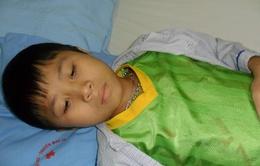Bé 12 tuổi bị ung thư máu đi viện một mình suốt 3 năm trời