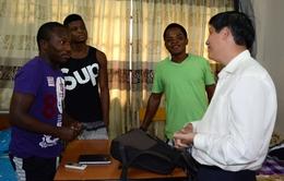 Giám sát sức khỏe 4 trường hợp từ vùng dịch Ebola đến Việt Nam