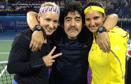 Maradona đào hoa trên sân tennis