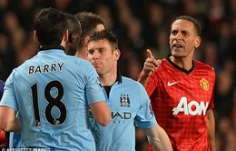"""""""Mưa bão"""" vừa quét qua Old Trafford"""