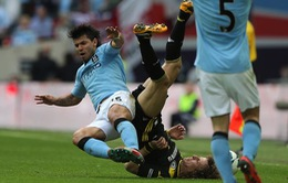 Cuối cùng, Aguero đã xin lỗi David Luiz