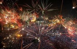 Đám đông biểu tình ăn mừng sau khi phế truất ông Morsi