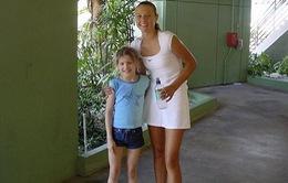 Roland Garros: Năm lên 8, Bouchard từng lon ton xin chữ ký của Sharapova