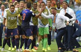 """""""Mổ xẻ"""" cú đánh đầu hay nhất lịch sử World Cup của Persie"""