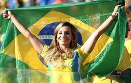 """Các fan nữ cuồng nhiệt tiếp tục """"đốt cháy"""" World Cup"""