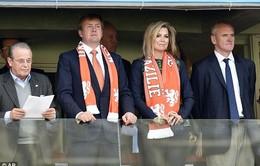 Vua Hà Lan hân hoan ăn mừng trên khán đài trận gặp Australia