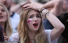 Khuôn mặt biểu cảm của 25 triệu người Anh chứng kiến thảm bại của đội nhà trước Uruguay