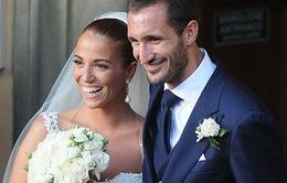 """Sau scandal Suarez """"cắn càn"""", Chiellini quyết định cưới vợ"""