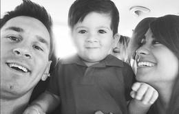 Messi khoe vợ đẹp con khôn trong kì nghỉ sau World Cup