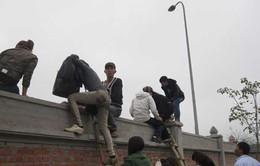 Gỡ bỏ 200 thang của cò mồi dẫn khách ở chùa Bái Đính