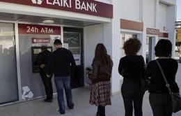 CH Síp: Chính phủ áp thuế tiền gửi, dân ồ ạt rút tiền