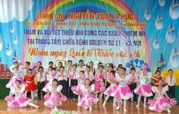 Phó Thủ tướng Nguyễn Xuân Phúc thăm trẻ em nhiễm HIV
