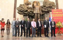 Đại sứ quán Nga trao hiện vật cho Bảo tàng Hồ Chí Minh