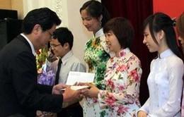 100 sinh viên xuất sắc được nhận học bổng FUYO