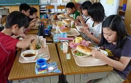 Gần 1000 học sinh Nhật Bản bị ngộ độc thực phẩm