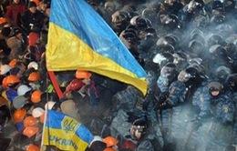 Hàng chục nghìn người Ukraine đụng độ với cảnh sát