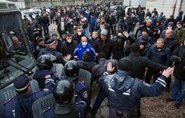 Nga kêu gọi Mỹ ngăn chặn dùng vũ lực ở Ukraine