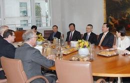 Phó Thủ tướng Vũ Văn Ninh thăm Anh