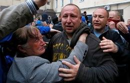 Ukraine: Người biểu tình phóng thích 30 nhà hoạt động cùng phe