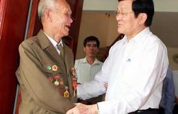 Chủ tịch nước thăm các gia đình chiến sĩ Điện Biên