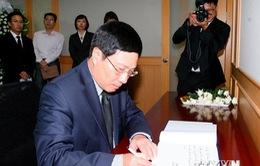 Phó Thủ tướng Phạm Bình Minh viếng nạn nhân vụ chìm phà Sewol