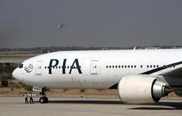 Pakistan: Máy bay chở 178 người bị bắn