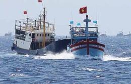 Báo quốc tế đưa tin tàu Trung Quốc bắt giữ tàu cá Việt Nam