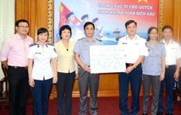 Cộng đồng người Việt ở nước ngoài trao quà ủng hộ Cảnh sát Biển Việt Nam