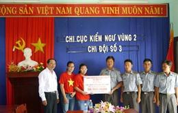 Hội người Việt Nam tại Thụy Sĩ tặng quà lực lượng Kiểm ngư