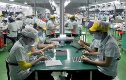 Đề xuất tăng lương tối thiểu: Doanh nghiệp sợ, người lao động thờ ơ