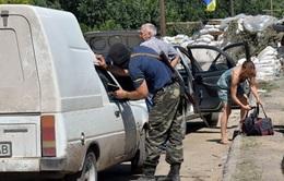 """Ukraine mở """"hành lang nhân đạo"""" ở miền Đông"""