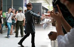 Kim Bum chủ động đến chào fan Việt tại sân bay