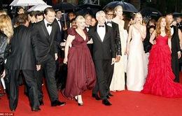 Thảm đỏ Cannes ướt nhẹp vì mưa