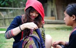 Bạn gái Tiến Đạt lạ lẫm trong trang phục người Dao