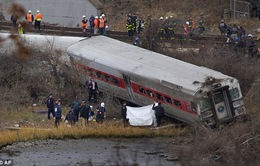 Tàu hỏa trật bánh ở New York: Những hình ảnh kinh hoàng