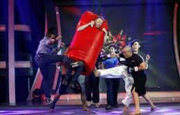 Đố ai hát được: Kyo York bị đấm túi bụi, dìm trong nước đá