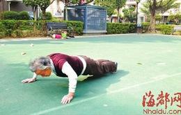 Cụ bà 80 tuổi chống đẩy 150 cái mỗi ngày