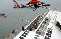 Chùm ảnh: Hàn Quốc huy động lực lượng cứu hộ khổng lồ trong vụ phà chìm
