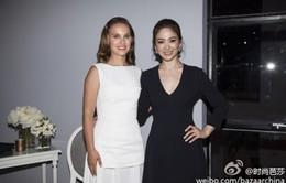 """Song Hye Kyo rạng rỡ bên """"thiên nga đen"""" Natalie Portman"""