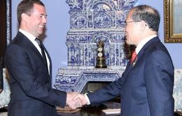 Chủ tịch QH Nguyễn Sinh Hùng hội kiến Thủ tướng Medvedev
