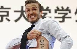 """Beckham cởi áo, khoe hình xăm """"độc"""" tại Trung Quốc"""