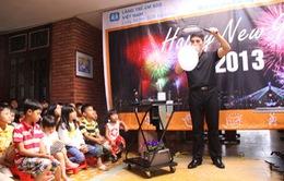 Nghệ sỹ Fan Yang tặng quà và biểu diễn cho trẻ em làng SOS Đà Nẵng