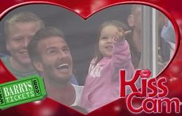 Harper Beckham rạng rỡ bên bố David trên sân bóng rổ