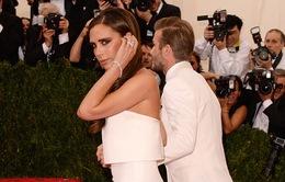 """Victoria Beckham khoe thân hình """"cò hương"""" trên thảm đỏ Met Gala"""