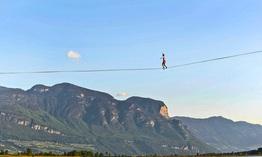Đức: Nghệ sĩ đi trên dây phá kỷ lục thế giới ở độ cao hơn 600m