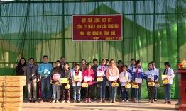 Trao tặng 20 suất học bổng cho học sinh nghèo tại Cao Bằng