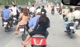 Nhiều người Hà Nội du xuân không đội mũ bảo hiểm