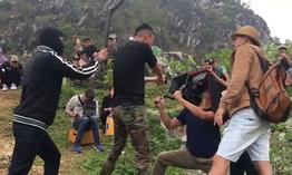 """Cười ngả nghiêng với hậu trường Việt Anh đập đòn chí mạng Hồng Đăng trong """"Mê cung"""""""