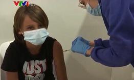 Anh nghiên cứu tiêm kết hợp vaccine ngừa COVID-19 cho trẻ